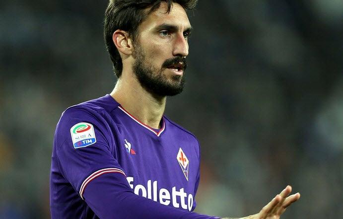 صورة توقف الدور الايطالي ، بسبب وفاة مدافع نادي فيورنتينا الإيطالي دافيدي أستوري